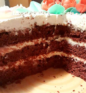 Ingredienti Red Velvet con frosting e panna