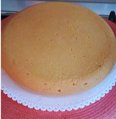 Pan di Spagna Torta di compleanno con crema pasticcera e bagna all'Alchermes