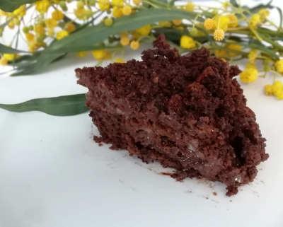 Fetta di Torta mimosa al cioccolato