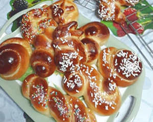 Dolci pasquali: Cuzzupe calabresi lievitate ricetta brioche