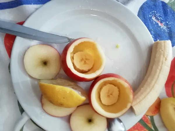 Mettere il pezzo di banana per tappare il fondo