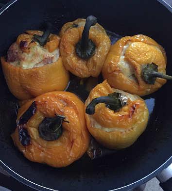 Preparazione Peperoni ripieni con uova romano e mollica senza glutine
