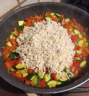 Ingredienti Peperoni ripieni di riso e verdure al forno