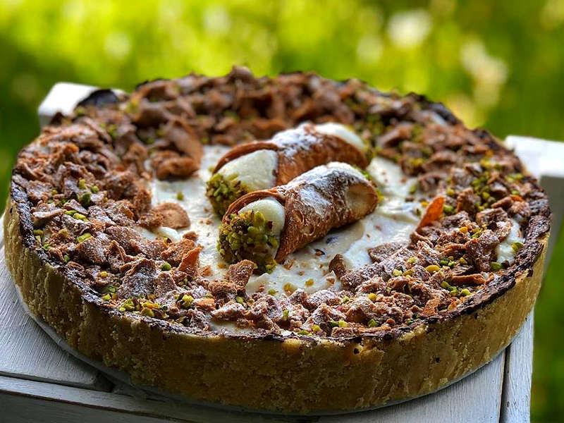 Torta cannolo a Cheesecake fredda con ricotta siciliana e pistacchio
