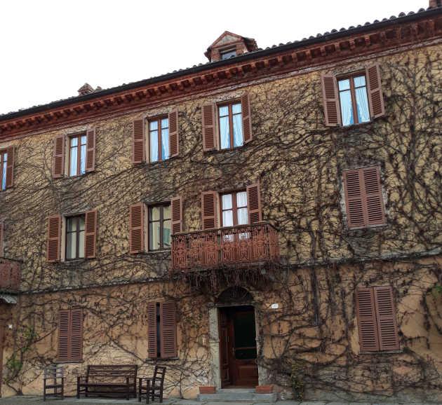 Bossolasco Perla delle Langhe, palazzo