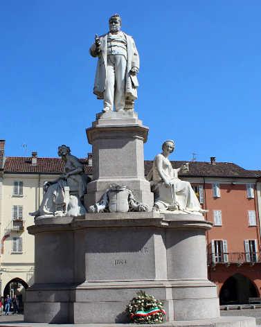 Piazza Cavour Vercelli 15