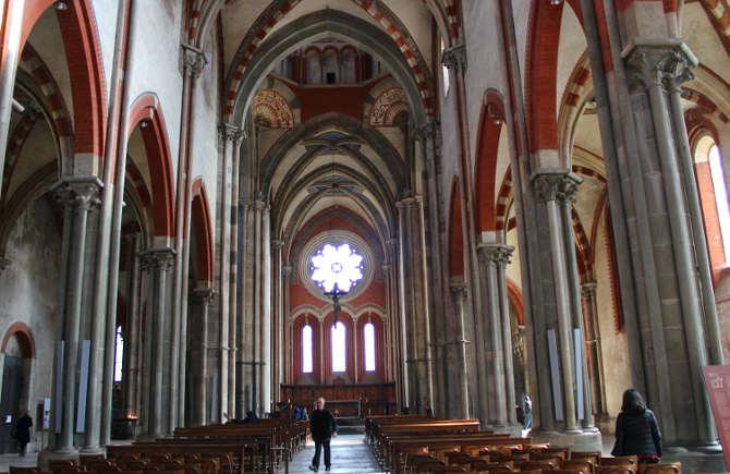 Interno della basilica di Sant'Andrea Vercelli 3