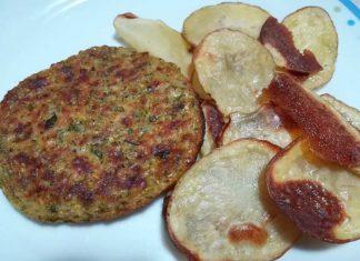 Burger di zucchine e patatine al forno arrosto come fritte