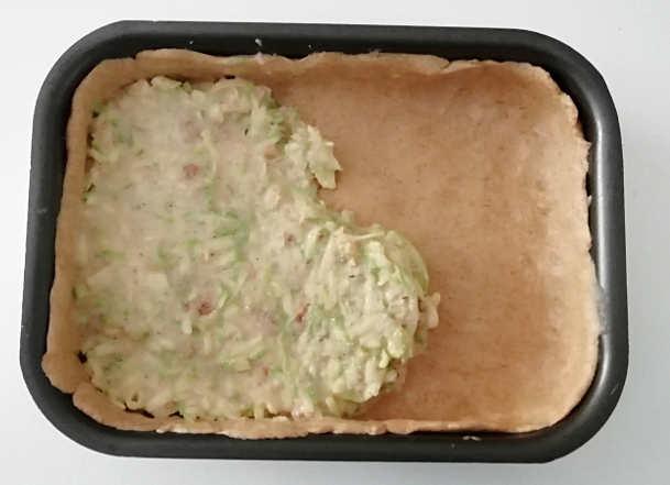 Preparazione Torta salata di zucchine leggera