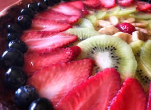 Ingredienti della Crostata con confettura di fragole crema pasticcera e frutta