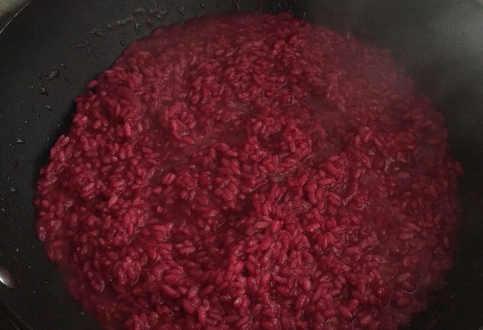Cottura Preparazione Risotto alla barbabietola rossa con scamorza affumicata 5