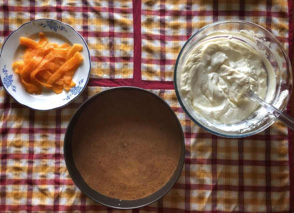 Preparazione degli ingredienti del Cheesecake al melone