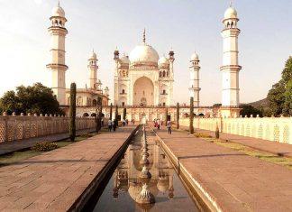 Il mausoleo di Bibi Ka Maqbara costruito perché sembrasse il Taj Mahal