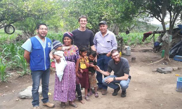 Foto con famiglia guatemalteca