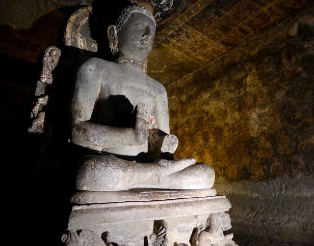 Statua nelle Grotte di Ajanta