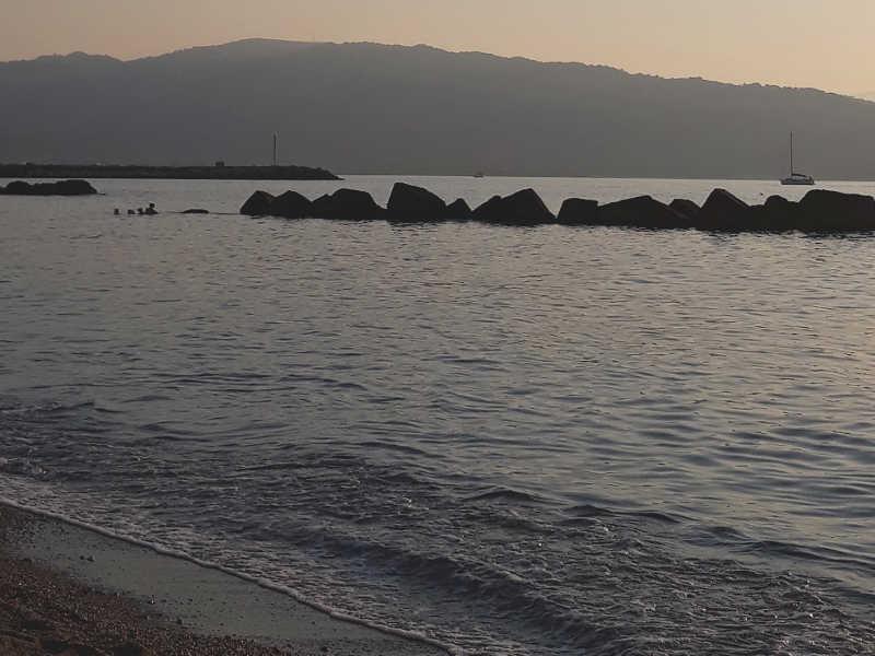 La spiaggia di Tonnarella nel golfo di Patti