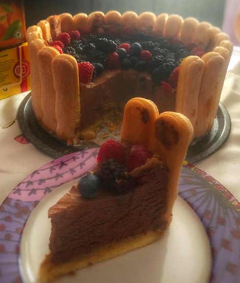 Ricetta Torta con crema al cioccolato e frutti di bosco