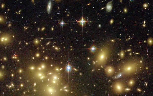 Lente gravitazionale in un gruppo di galassie