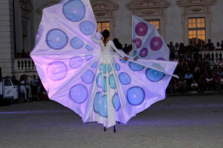 La danza delle farfalle colorate nella Reggia di Venaria