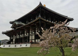 La Grande Sala del Buddha, (tempio Tōdai-ji) l'edificio in legno più grande del mondo