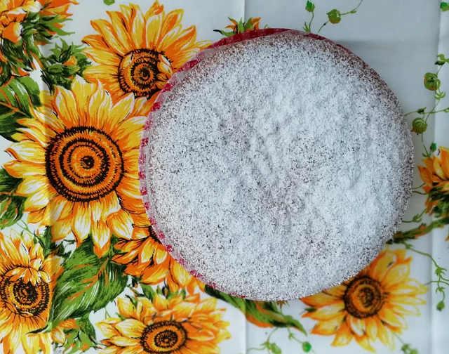 Ricetta della Torta soffice senza burro con zucchero di canna e uva passa