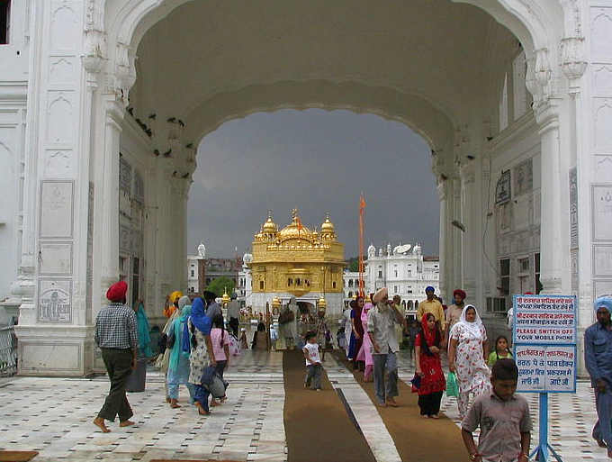 Ingresso al Tempio d'oro di Amritsar