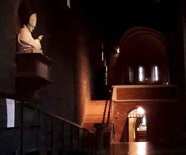 Interno Abbazia di Nonantola, cripta e presbiterio 2
