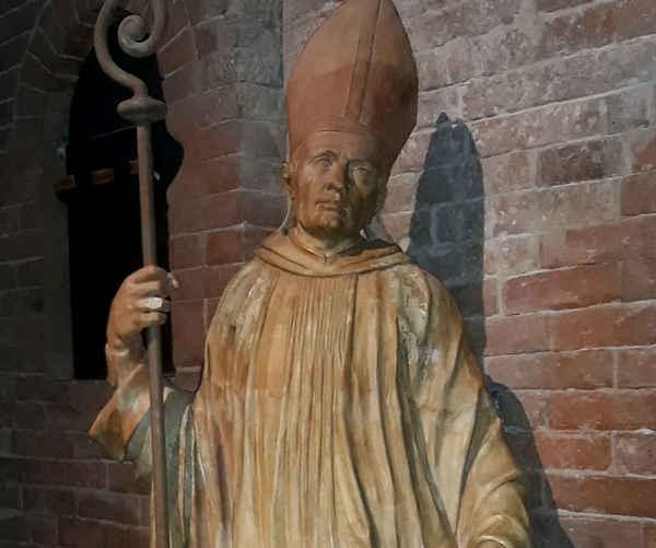 Statua di San Bernardo di Chiaravalle Nonantola