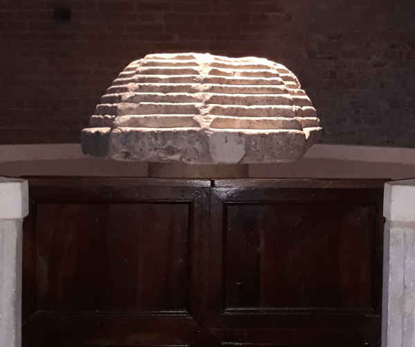 L'abbazia di Nonantola, Fonte Battesimale