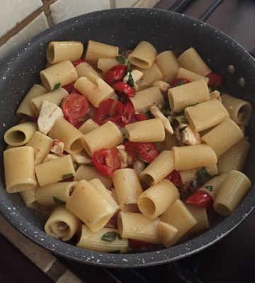Preparazione Paccheri con la spigola pomodorini e rucola senza glutine