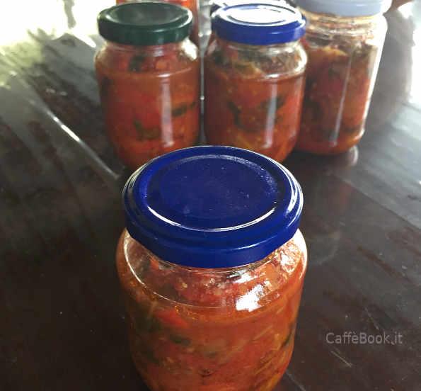 Vasetti di Composta di peperoni rossi tondi ricetta pugliese semplice e buona