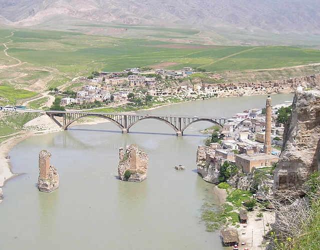 Panoramica della città turca Hasankeyf o Heskîf ondata 12000 anni fa