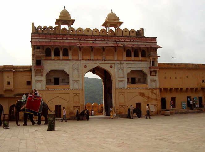 Amber Fort, Suraj Pol (cancello del sole)