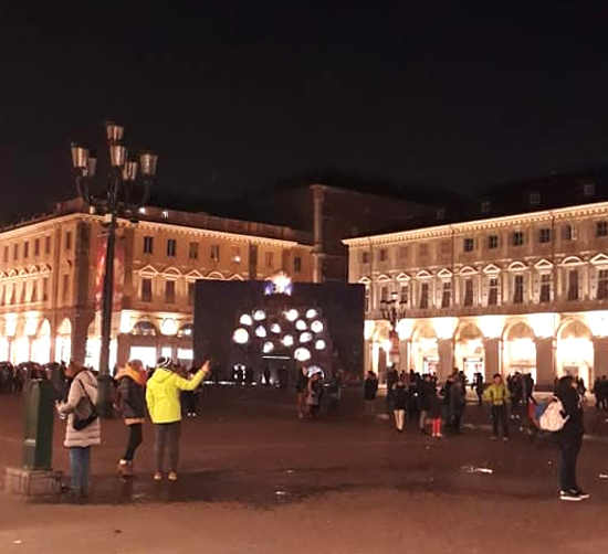 Miracola di Roberto Cuoghi per Luci d'artista a Torino: illuminazione