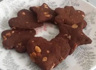 Biscotti fatti in casa senza burro e senza uova con cacao e arachidi ricetta semplice