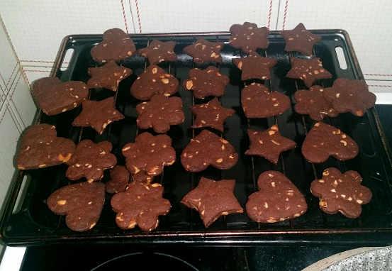 Preparazione Biscotti fatti in casa senza burro e senza uova con cacao e arachidi