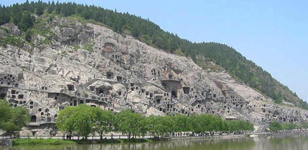 Le Grotte sul fiume Yi