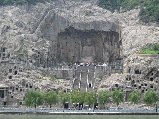 Le Grotte di Longmen in Cina
