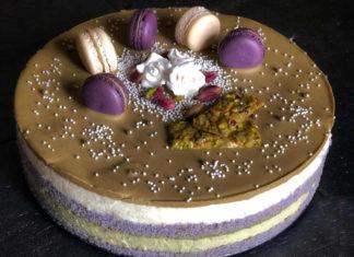 Torta di compleanno color lavanda con crema di ricotta
