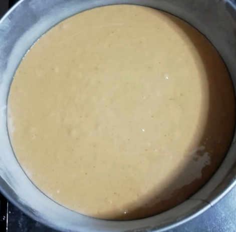 Impasto della Torta semplice farcita con marmellata di arance
