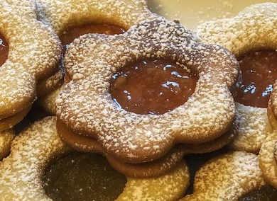 Preparazione Biscotti frollini con marmellata di arance e mandorle ricetta semplice