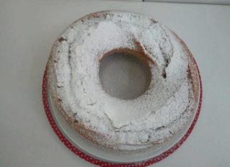 Ciambella con farina integrale semplice e soffice