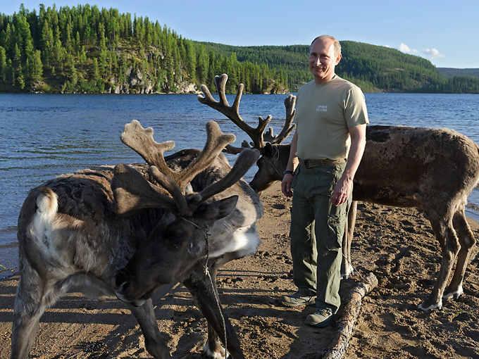 Vladimir Putin in una delle riserve nazionali di Tuva Siberia