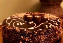 Torta Soffice al Cioccolato con Crema senza uova e Granella di nocciole