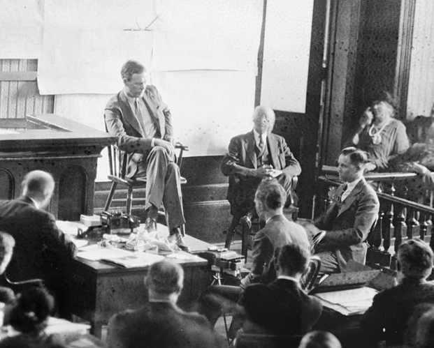Lindbergh mentre testimonia al processo
