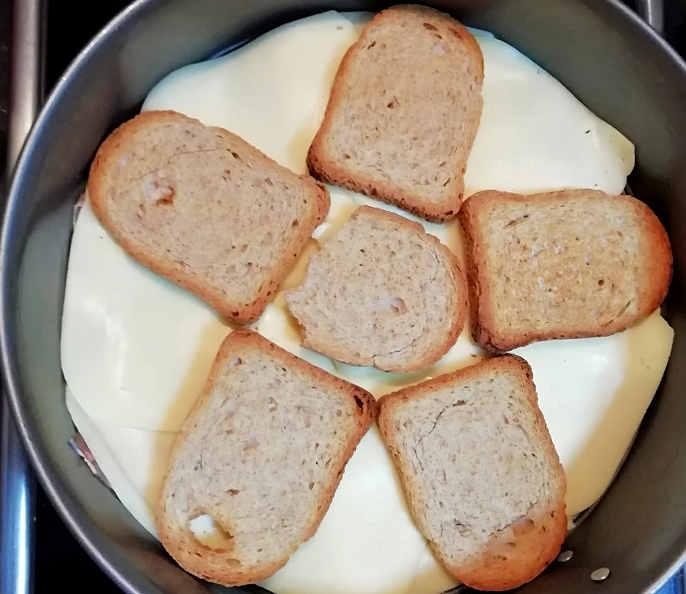Preparazione Ricetta salata con Fette biscottate 6