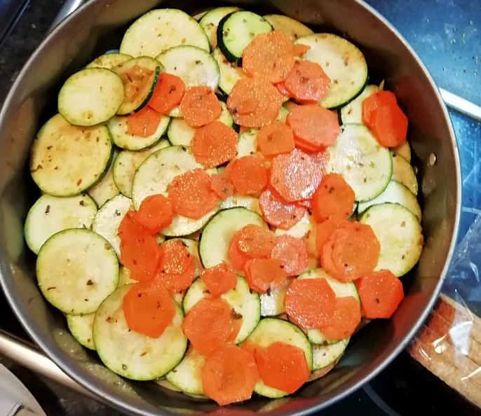 Fette biscottate con prosciutto crudo, formaggio zucchine e carote 7