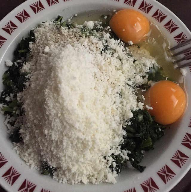 Ingredienti delle Frittelle di Bietole senza glutine ricetta con romano