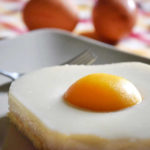 Torta uova al tegamino (Spiegeleierkuchen) con crema al latte