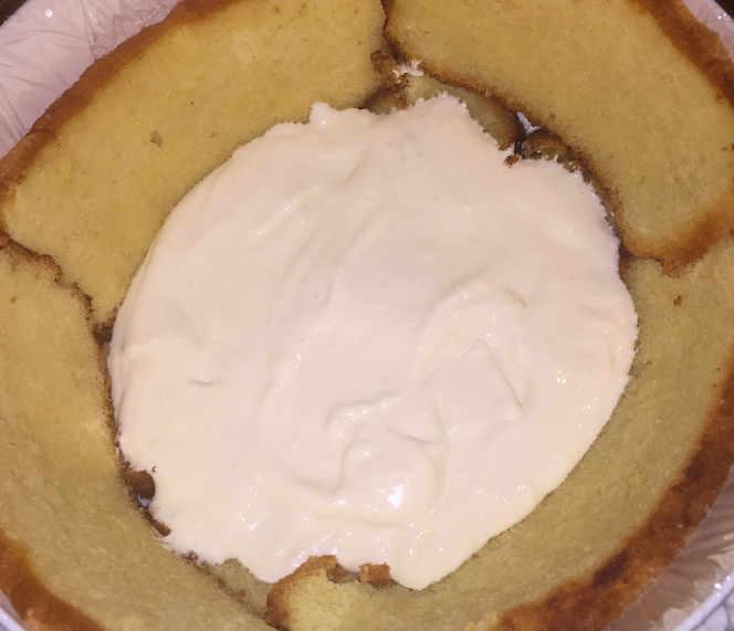 Preparazione Zuccotto Mimosa senza glutine con il gelato all'ananas